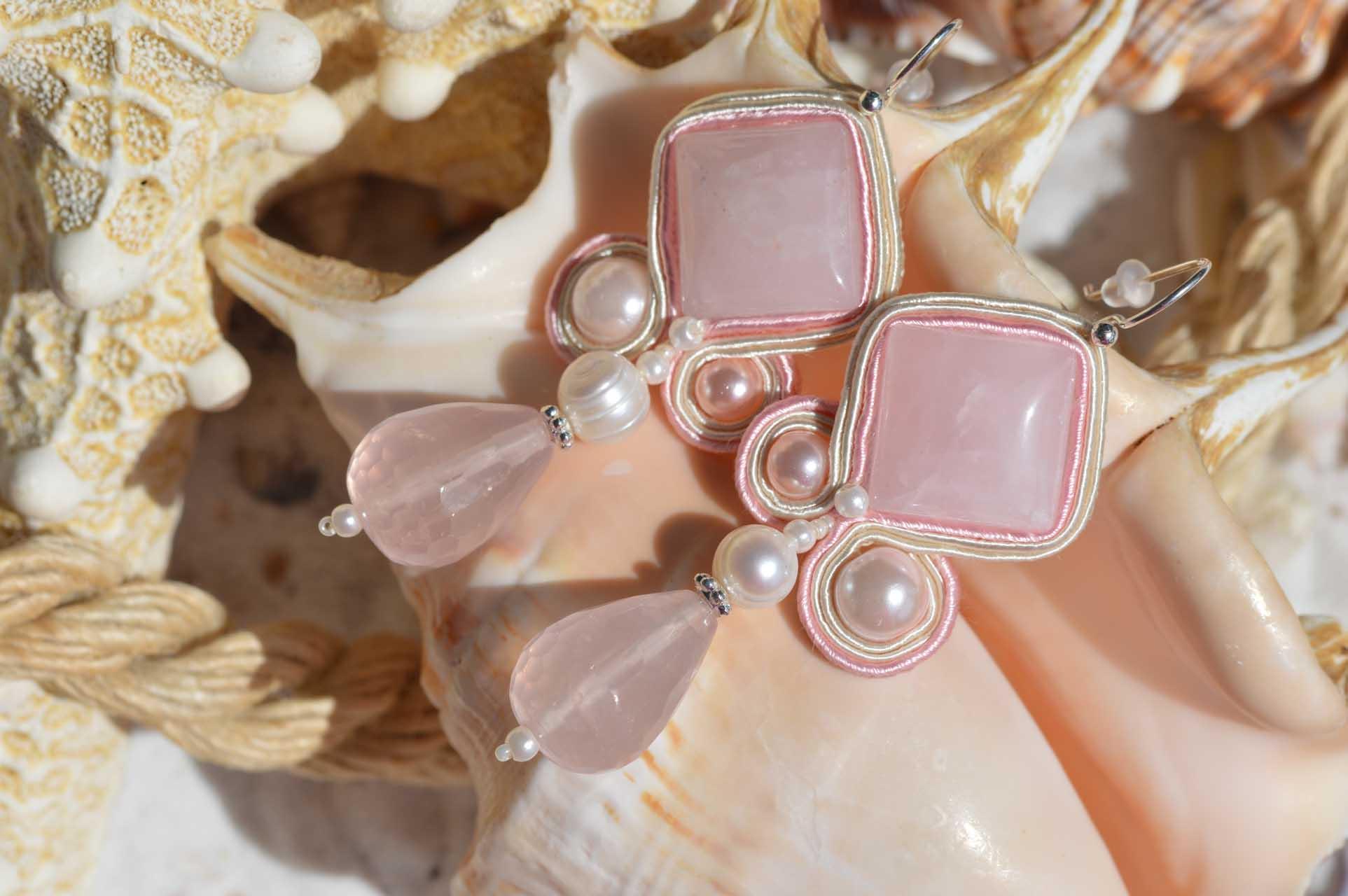 EEE oorbellen : Pink charme op schelp