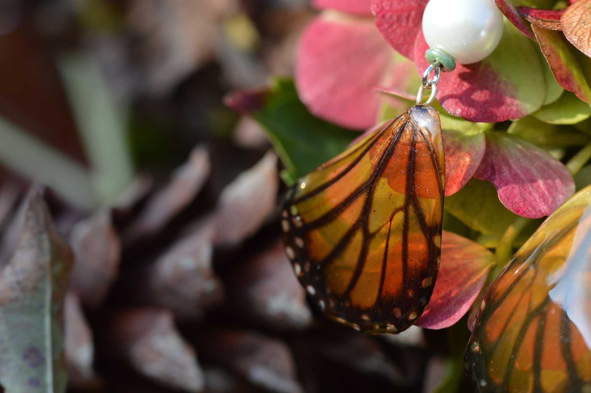 Gastenboek Ellemiek oorbellen: vlindervleugel in hars